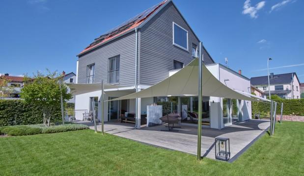 61197 Florstadt: Ökologisches Holzhaus der Luxusklasse