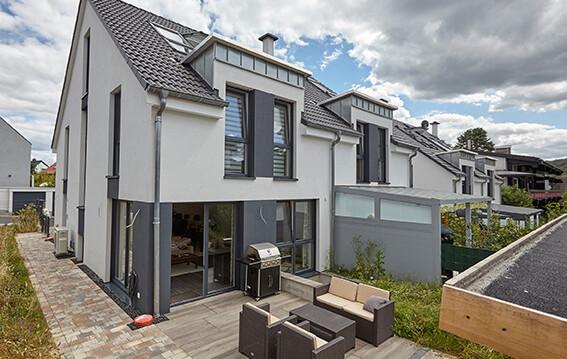 65779 Kelkheim: Moderne Doppelhaushälft mit gehobener Ausstattung